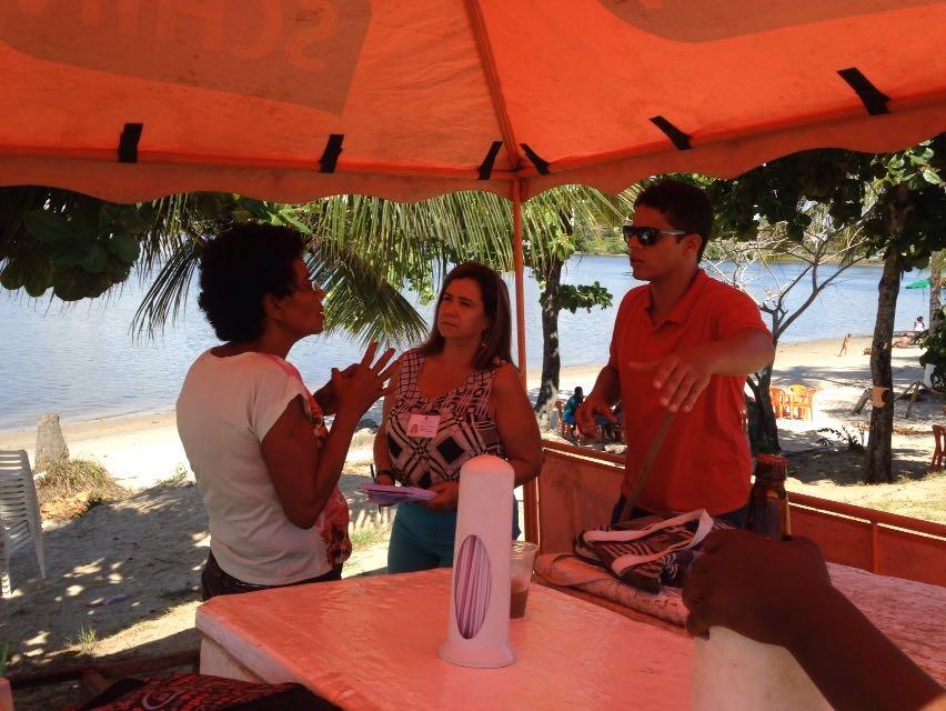 Fiscalização da Vigilancia Sanitaria a comerciantes que atuam na Praia da Cristo, em Ilheus. Foto Sedic Ilheus