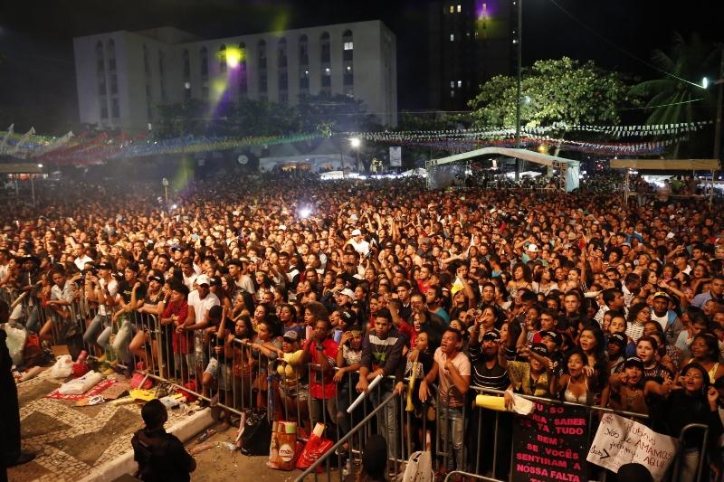 Público compareceu em peso para o show da dupla Jorge e Mateus, no Ilheus Forró. Foto Alfredo Filho Secom Ilheus (3)