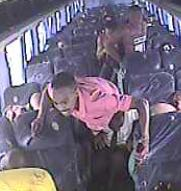 As imagens dos suspeitos foram divulgadas pela polícia